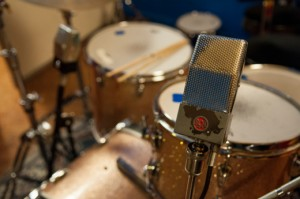 RCA 74b on both toms.  I love figure-eight pattern for so many things.  The null point on bi-directional mics is fantastic.  Great for cymbal rejection in this case. (click to enlarge)