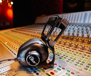 Blue Introduces New Mo-Fi Headphones – Headphones With Built-In Audiophile Amplifier and More